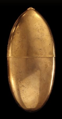 Container in the shape of a fruit 500 BC - 700 AD - Mid-Cauca (Quimbaya) - Early Period Colombian Gold, Gold Value, Golden Treasure, Minoan, Lost Wax Casting, Gold Work, Natural Shapes, Art Google, South America