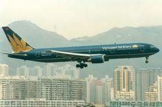 Vietnam Airlines, Boeing 767-300ER, S7-RGV, Hong Kong Kai Tak