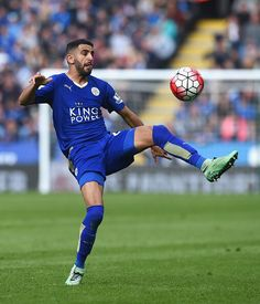 Riyad Mahrez Leicester City Le Havre Ac, Leicester City Football, Leicester City Fc, Manchester City, Football Soccer, Football Players, Blue Army, English Premier League, Running