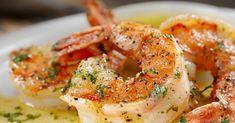 Wat staat in een recordtempo op tafel, smaakt verrukkelijk en je stinkt er nog uren van? Deze knoflookgarnalen met witte wijn zijn een goeie gok. Prawn Dishes, Fish Dishes, Seafood Dishes, Serving Dishes, Creamy Garlic Prawn Pasta, Garlic Prawn Sauce, Fish Recipes, Seafood Recipes, Cooked Prawn Recipes