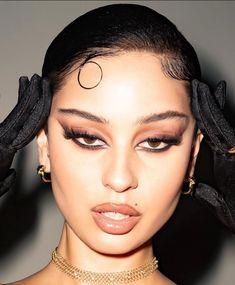 aesthetic makeup looks eyeliner * eyeliner looks aesthetic ` aesthetic makeup looks eyeliner ` white eyeliner looks aesthetic Makeup Eye Looks, Smokey Eye Makeup, Pretty Makeup, Skin Makeup, Eyeshadow Makeup, Grunge Eye Makeup, Dark Eye Makeup, Stunning Makeup, Makeup Brushes