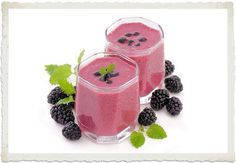 This delightful cherry blackberry smoothie is filled with ingredients to help you detox! #vegan #superfoods