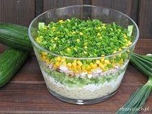 Zobacz zdjęcie Znakomita warstwowa sałatka makaronowa z ogórkiem, szynką i kukurydzą z dodat...