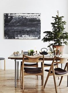 Christmas decoration in Scandinavian dining room