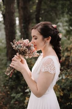 CITA PREVIA: 94 430 08 87 - HORARIO: Lunes-Viernes:10-13,30h y 17,30-20h. SÁBADOS: 10-13,30h. -   DIRECCIÓN: Maidagan 3- GETXO(BIZKAIA),  Metro: BIDEZABAL Email:info@novelle.es REDES SOCIALES:@nove… Destination Wedding, Wedding Venues, Wedding Abroad, Wedding Hairstyles, Latest Trends, Flower Girl Dresses, Wedding Dresses, Hair Styles, Blog
