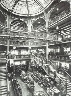 Intérieur du Printemps à la Belle Epoque, Paris, vers 1900-1910. I'd be in here.
