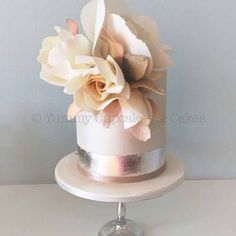Sydney private lesson : Roses , on 2nd-3rd Sept (morning only). A spot has just opened up as one of the two students suddenly could no longer attend. Please send your inquiry to info@yummycupcakes.com.au #sugarroses #roses #privatelesson #cakedecorating #cakedecoratingclass #sydney #australia