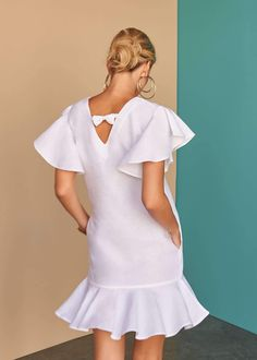 Fácil Blanco is proudly designed and tailored in Dubai from Italian linen. Linen Dresses, Casual Dresses, Short Dresses, Ways To Wear A Scarf, How To Wear Scarves, Pretty White Dresses, African Wear, African Fashion Dresses, Chic Dress