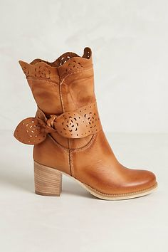 Scallop Tied Heeled Booties