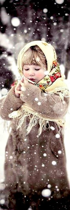 Russian winter ♥ All the children who have died as a child will be under the protection of Prophet Abraham and His Wife until the Judgement Day ♥ Precious Children, Beautiful Children, Beautiful People, Simply Beautiful, Kind Photo, Russian Winter, Russian Folk, Russian Style, Russian Fashion