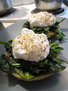 Healthy Eggs Florentine. Easy Vegetarian breakfast!!