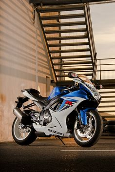 GSX-R600 ... I'd love to own one. Maybe someday.
