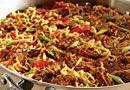 Asian Pork & Noodle Skillet Ingredients 2 medium carrots, peeled 1 medium red be. - One pot rezepte Entree Recipes, Pork Recipes, Asian Recipes, Asian Foods, Chinese Recipes, Thai Recipes, Dinner Recipes, Asian Seasoning, Seasoning Mixes