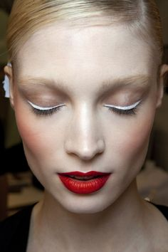 white eyeliner + red lips