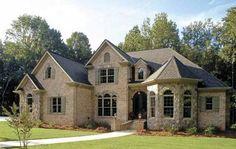 Асимметричный дом с щипцами и ризалитом в стиле тюдор