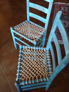 Chalk paint and rope seat bottoms! I am pleased with the results! Diy Furniture Chair, Ikea Chair, Furniture Repair, Diy Chair, Upcycled Furniture, Furniture Makeover, Painted Furniture, Chair Redo, Patio Chair Cushions