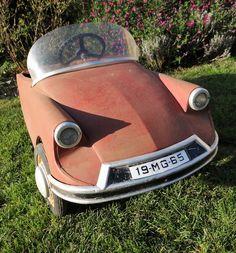 Voiture à pédales ancienne Citroën DS cabriolet