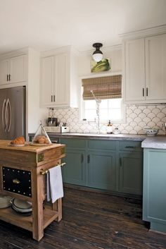 Uplifting Kitchen Remodeling Choosing Your New Kitchen Cabinets Ideas. Delightful Kitchen Remodeling Choosing Your New Kitchen Cabinets Ideas. Two Tone Kitchen Cabinets, Kitchen Redo, Home Decor Kitchen, Home Kitchens, Two Toned Kitchen, Kitchen Backsplash, Soapstone Kitchen, Green Cabinets, Colored Cabinets