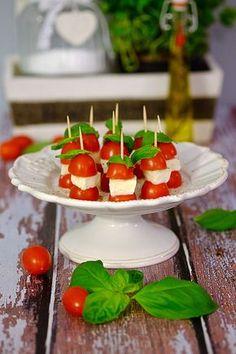 Koreczki caprese Caprese, Bruschetta, Panna Cotta, Paleo, Pudding, Yummy Food, Dishes, Cooking, Breakfast