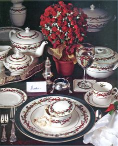 Royal Worcester: Holly Ribbons