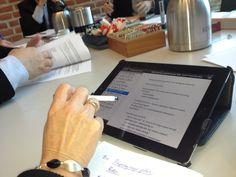 NEDERLAND WERKT SAMEN METT Met collega's, relaties of klanten. Start nu met slim samenwerken en kennis delen.