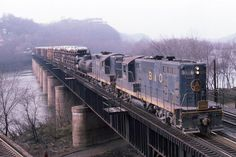 Classic B&O in the The run from Cumberland to Brunswick Baltimore And Ohio Railroad, System Map, Railroad Pictures, Railroad Photography, Train Pictures, Train Engines, Rolling Stock, Locomotive, Engineering