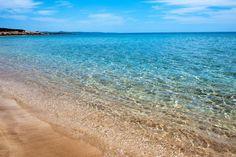 250 metre uzunluğunda ince kumlu özel plajı vardır.