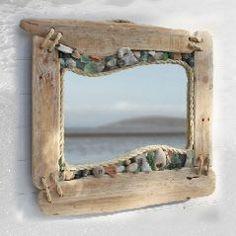 GEWELDIG, deze spiegel met een combinatie van drijfhout, touw en zeeglas.