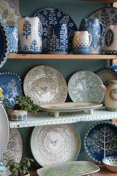 Wall tiles can either make or break a room and choosing the perfect design for your room is of the utmost importance. The last thing you want to do is to drown out beautiful pieces in your interior… Pottery Painting, Ceramic Painting, Ceramic Artists, Ceramic Plates, Ceramic Pottery, Pottery Art, Polish Pottery, Keramik Design, Craft Markets