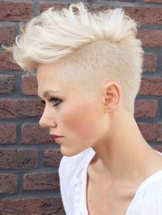 #Atrévete a lucir un #corte de #pelo diferente. Este #estilo #neopunk está perfecto para esta temporada