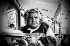 Hora do lanche / Hora de la merienda / Snack time [2014 - Porto / Oporto - Portugal] #fotografia #fotografias #photography #foto #fotos #photo #photos #local #locais #locals #cidade #cidades #ciudad #ciudades #city #cities #europa #europe #pessoa #pessoas #persona #personas #people #porto #oporto #street #streetview