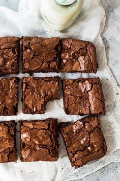 These Homemade Chewy Brownies are thick, chewy, fudgy and made completely from scratch. You'll never need a box mix again! Brownies Au Nutella, Cocoa Brownies, Best Brownies, Cheese Brownies, Dark Chocolate Brownies, Healthy Brownies, Caramel Brownies, 13 Desserts, Chocolate Desserts