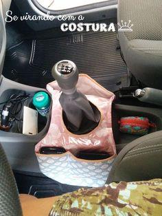 Oi gente! Fiz esta lixeira de carro, com bolsos para colocar a carteira e o celular do meu amado esposo. Já que geralmente a minha carteira...