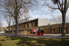 Groupe scolaire les Geraniums, Lyon (France) by ATELIER SUR LES QUAIS  #QUARTZZINC #School #France #Architecture #Zinc #Project #VMZINC