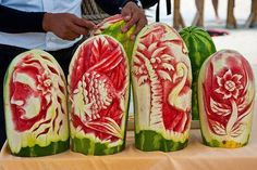 Ich beneide diese Food Art Künstler um ihre Tollen Arbeiten. Irgendwann werde ich mich mal zusammen reissen und es selber versuchen.