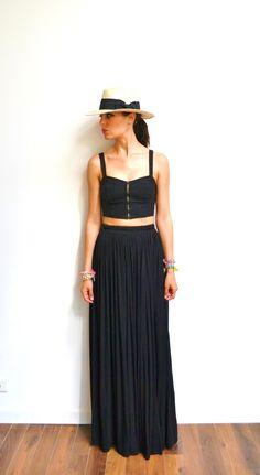 Maxi jupe longue noire en jersey taille haute, fluide et plissée tendance hiver ou été style bohème : Jupe par menina-for-mathis