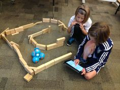 Robots in 2nd grade block area maze. STEM robotics in elementary school (via makerspacepausd)