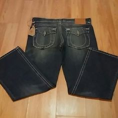 NEW. TRUE RELIGION(DISTRESSED)42/33 BILLY SUPER T SUPER NICE DISTRESSED JEANS. NEW. BIG POCKETS IN BACK. PRICE IS FIRM ON THE SALE. ORIG$360 True Religion Jeans Boot Cut