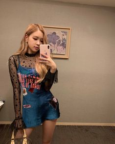 Your source of news on YG's biggest girl group, BLACKPINK! K Pop, Selfie Foto, Moda Kpop, Looks Teen, Rose Bonbon, Black Pink, Foto Casual, 1 Rose, Kim Jisoo