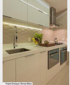 """2,259 Likes, 43 Comments - ArquiteturadeCoração (@arquiteturadecoracao) on Instagram: """"Nada como começar o dia com essa cozinha incrível!!! •❤️• Toda em tons claros, bancada, armários e…"""""""