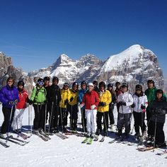 The whole group on top of Lagazoui 2778 m. It was a great day in Hidden Valley! #alpstafetten #valgardena #stsalpresor #skists #hiddenvalley #lagazuoi