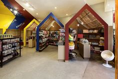 Pets Carnival store by rptecture architects, Melbourne Australia pet shop Pet Boutique, Boutique Interior, Shop Interior Design, Retail Design, Store Design, Visual Merchandising, Pet Store Display, Carnival Store, Mixing Primary Colors