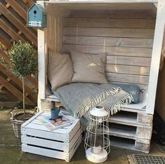 Outdoor Furniture Plans, Diy Pallet Furniture, Cozy Furniture, Furniture From Pallets, Old Pallets, Palette Garden Furniture, Recycled Pallets, Crafts Out Of Pallets, Wood Pallet Crafts