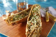 Pratik ve kolay bir yemek tarifi, fazla zamanınızı almayacağına eminim :)...Afiyet olsun  Sarımsaklı Ekmek Tarifi