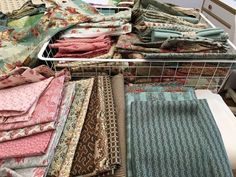 Starts and Finishes and everything in between (Happy Appliquer) Applique, Everything, Quilts, Happy, Blog, Quilt Sets, Ser Feliz, Blogging, Log Cabin Quilts