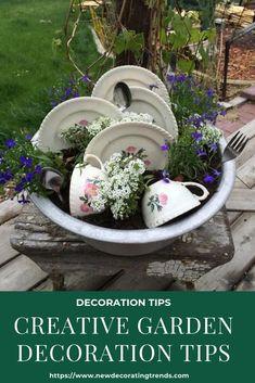 Creative Garden Decoration Tips - Diy Garden Projects Garden Yard Ideas, Diy Garden Projects, Diy Garden Decor, Garden Planters, Succulents Garden, Garden Landscaping, Creative Garden Ideas, Garden Junk, Garden Decorations