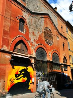 A dragon on the side streets of #Bologna #blogville by @SuuperG