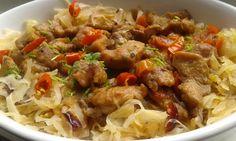 Cibuli a papriku nakrájenou na kostičky zpěníme na sádle. Maso nakrájíme na kostky a smícháme se solí a kořením. Přihodíme na cibulku a necháme... No Salt Recipes, Pork Tenderloin Recipes, Polish Recipes, Goulash, Russian Recipes, Crockpot, Curry, Food And Drink, Low Carb