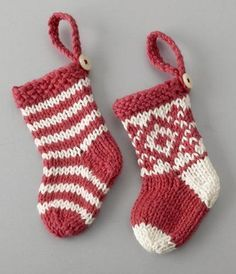 Awesome pattern for tiny knitted Christmas stockings! Good for pet stockings, ornaments, or other decoration.