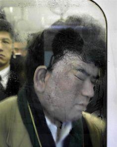 http://misturaurbana.com/2012/08/metro-de-toquio-e-tema-de-serie-fotografica/#